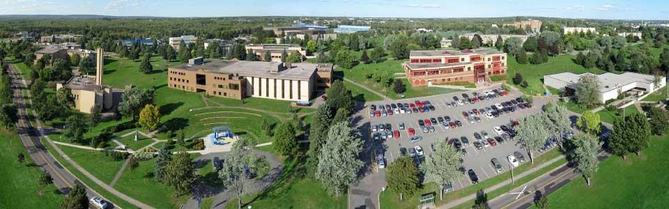Université de Moncton : vue panoramique et aérienne du campus.
