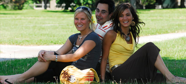 Students seated on the lawn at the Université du Québec à Trois-Rivières.